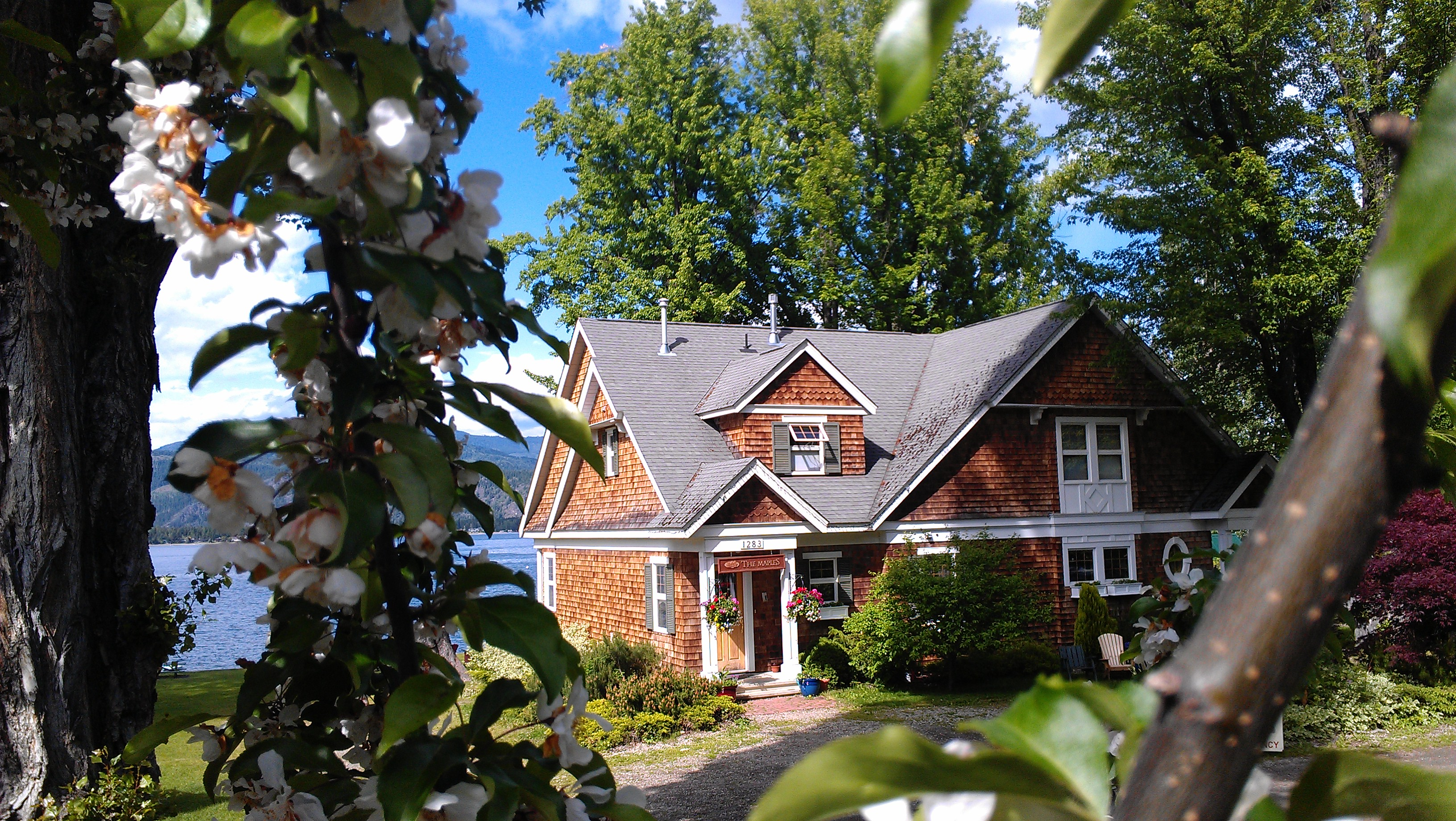 The Maples Waterfront Resort and Heritage B&B