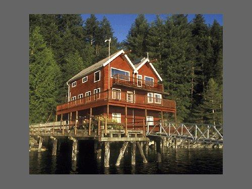 ‪Discovery Islands Lodge‬