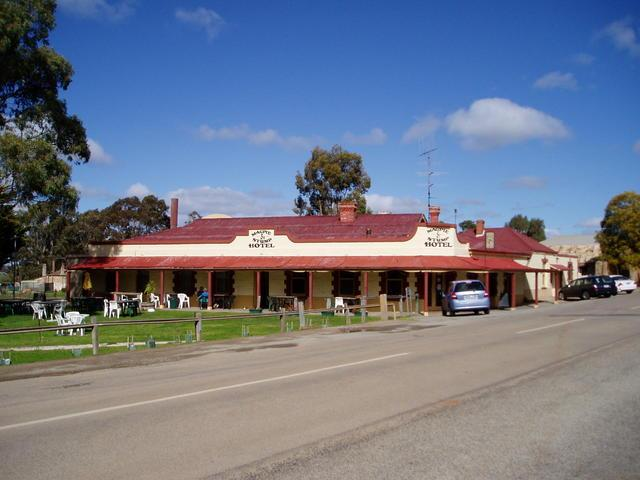 Magpie and Stump Hotel