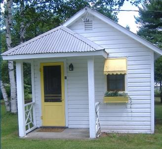 Rowe's Lake Breeze Cottages