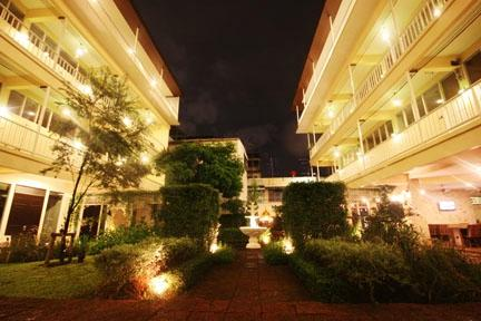 Feung Nakorn Balcony Rooms & Cafe