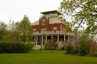 Wolfe Island Manor Bed and Breakfast