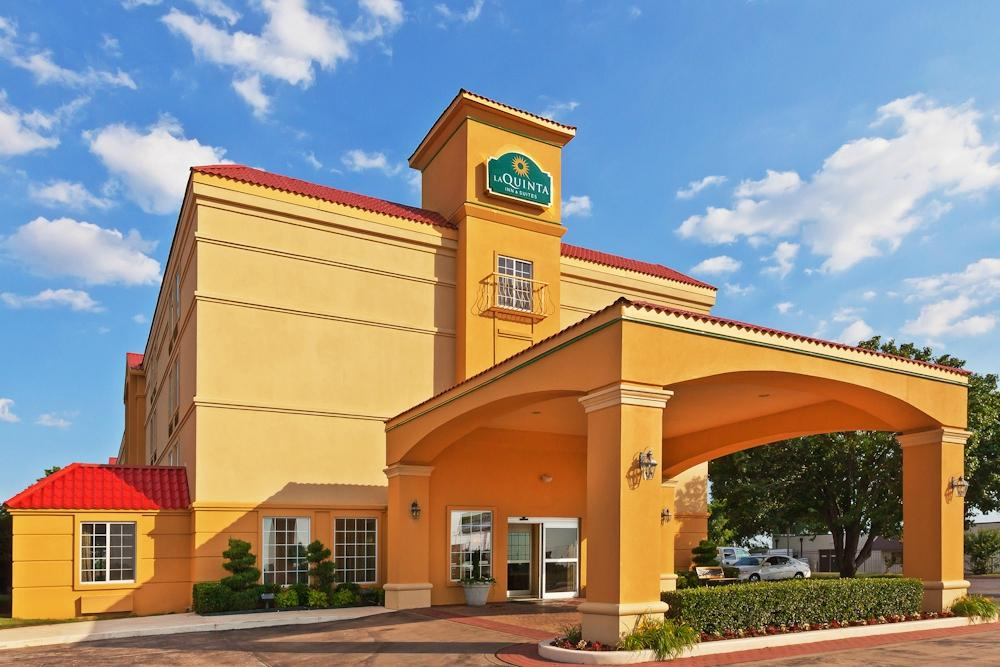 ‪La Quinta Inn & Suites Tulsa Central‬