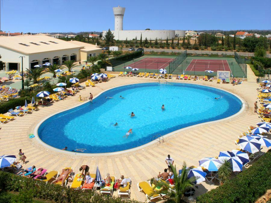 Oasis Parque Country Club