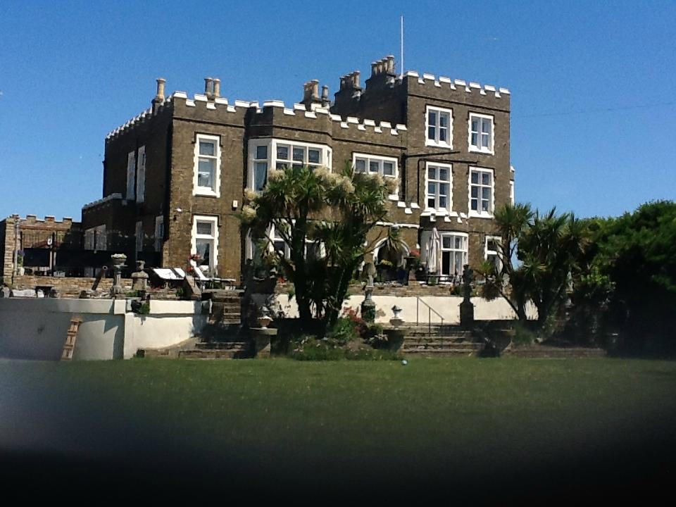 Bleak House (Broadstairs, Kent) - Guest house