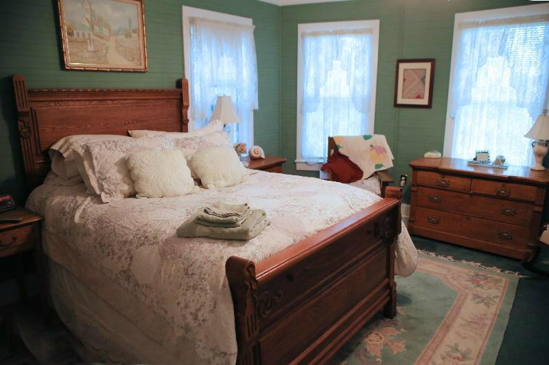 Island House of Wanchese Bed and Breakfast
