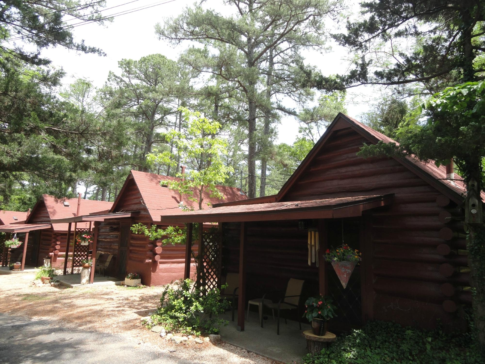 Tall Pines Inn