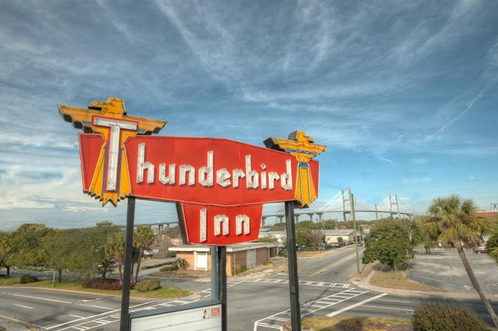 ‪The Thunderbird Inn‬