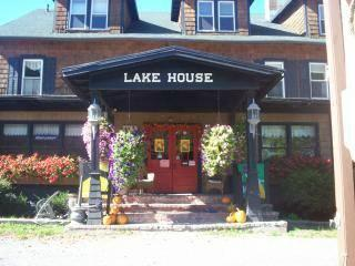 ‪The Lake House‬