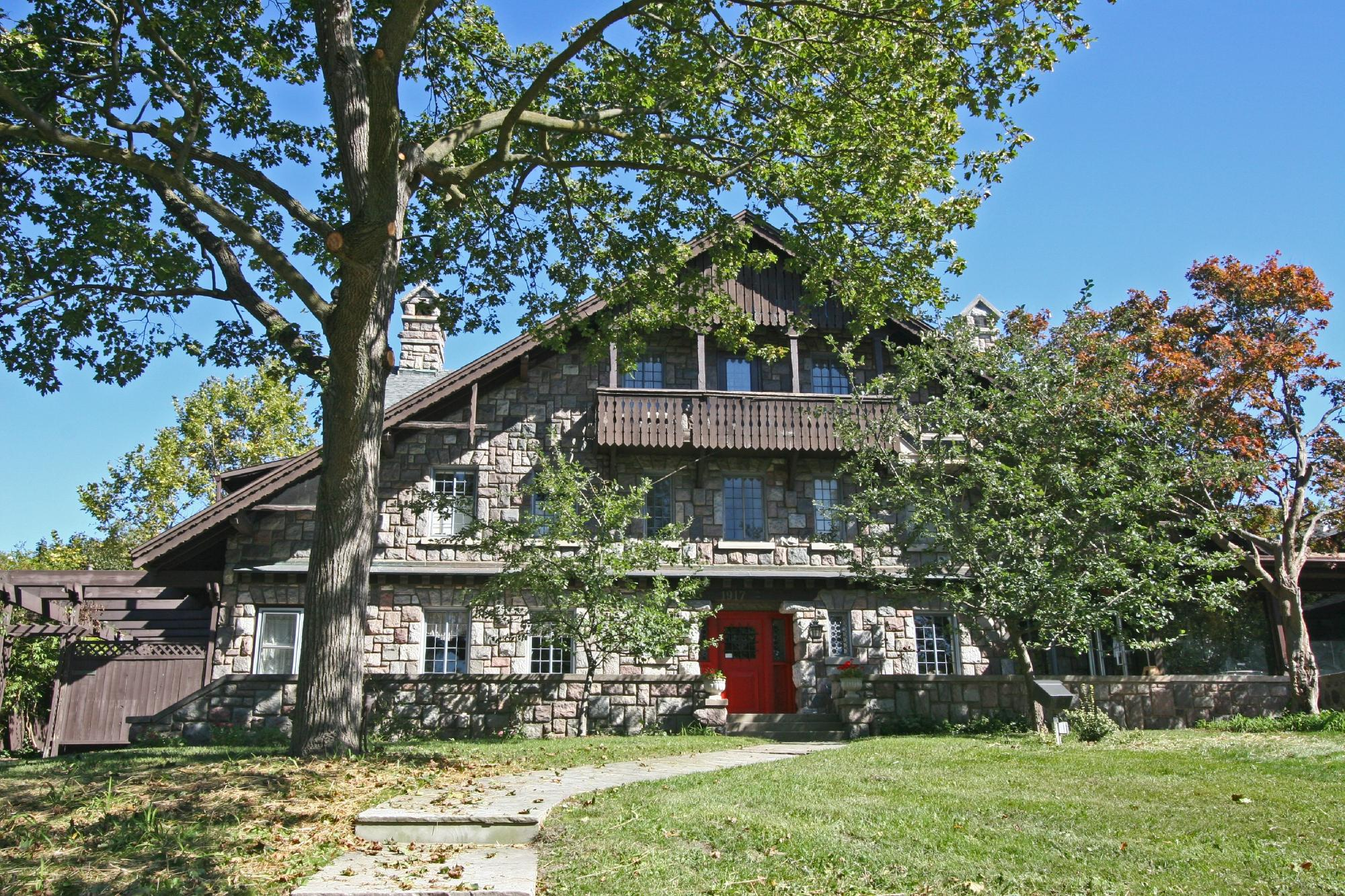 Stone Chalet Bed & Breakfast Inn