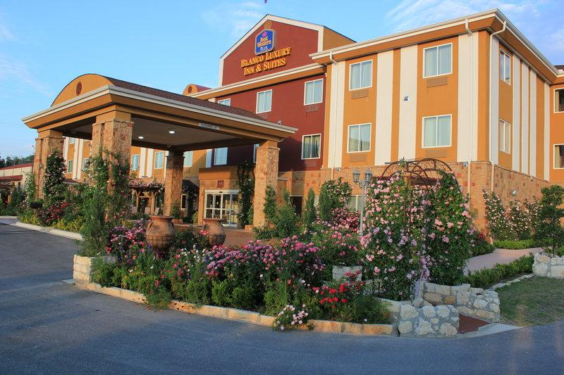 ‪BEST WESTERN PLUS Blanco Luxury Inn & Suites‬