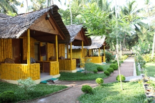 ‪Savithri Inn Bamboo Cottages and Resort‬