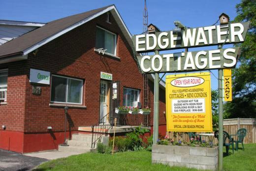 ‪Edgewater Cottages‬