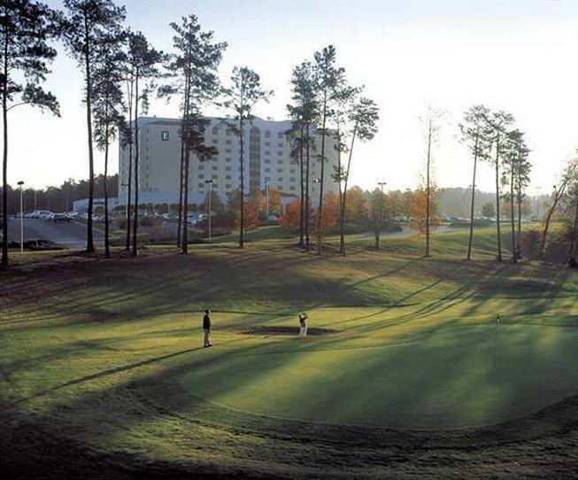 ‪Embassy Suites Hotel Greenville Golf Resort & Conference Center‬