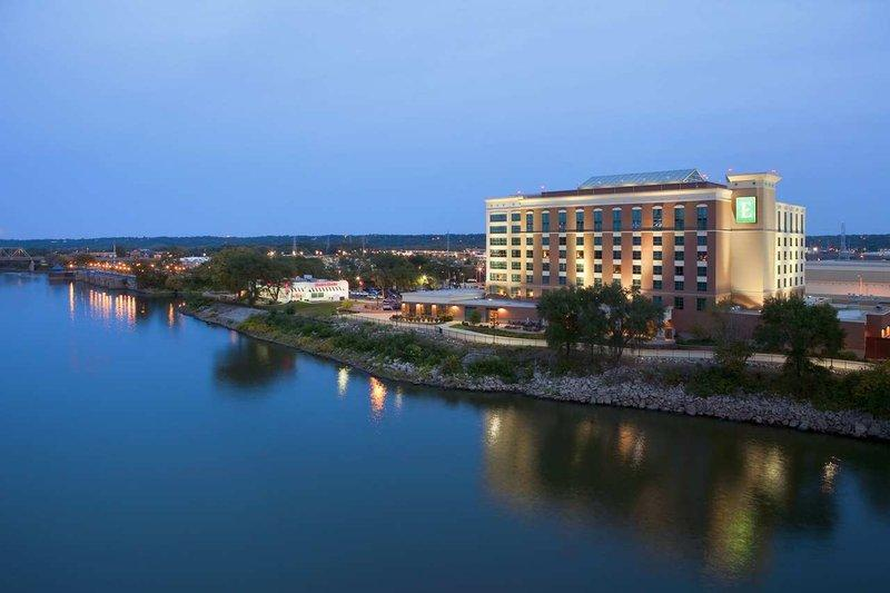 Embassy Suites East Peoria - Hotel & RiverFront Conf Center