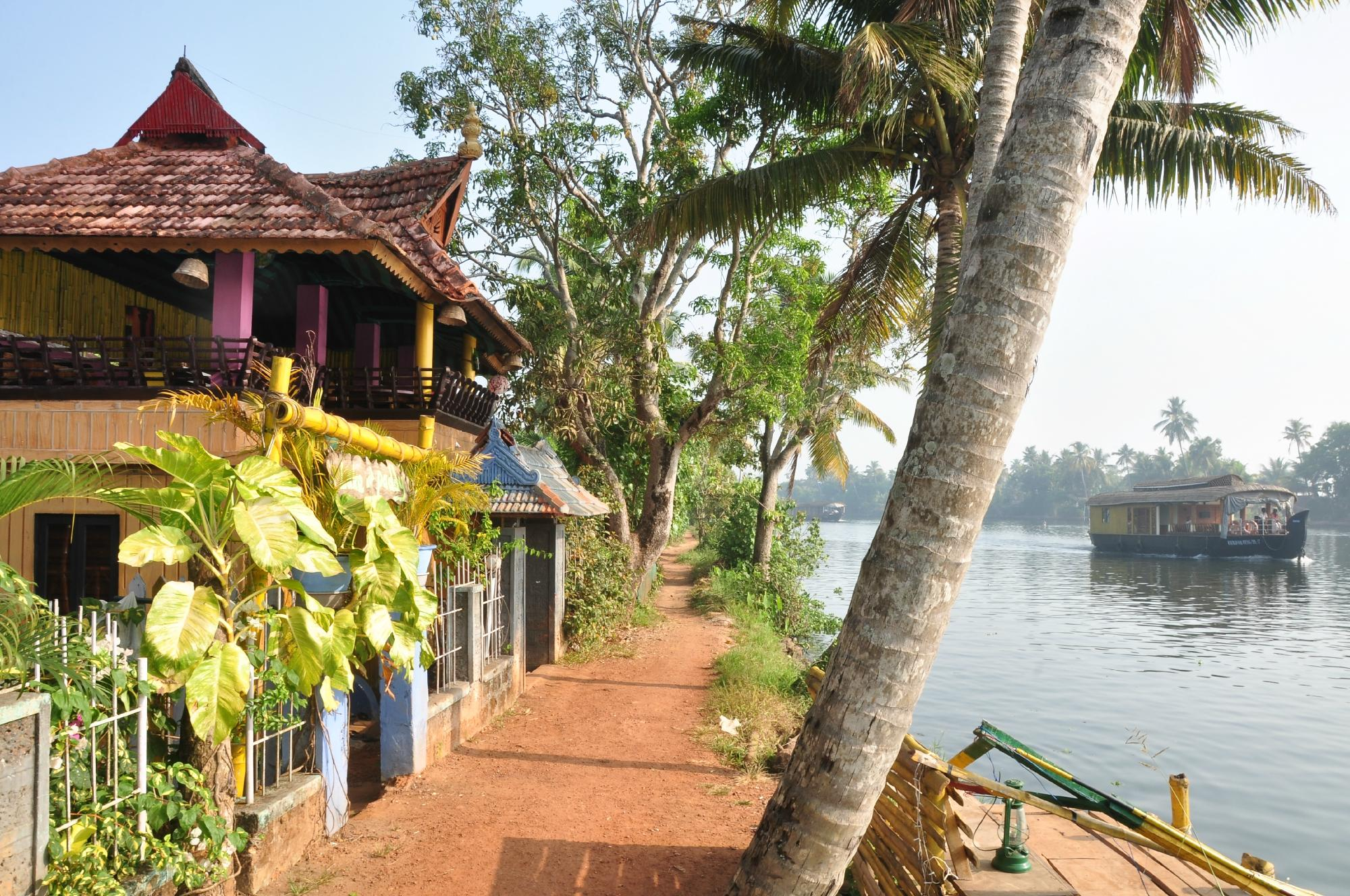 Lake and Paddy Home Stay