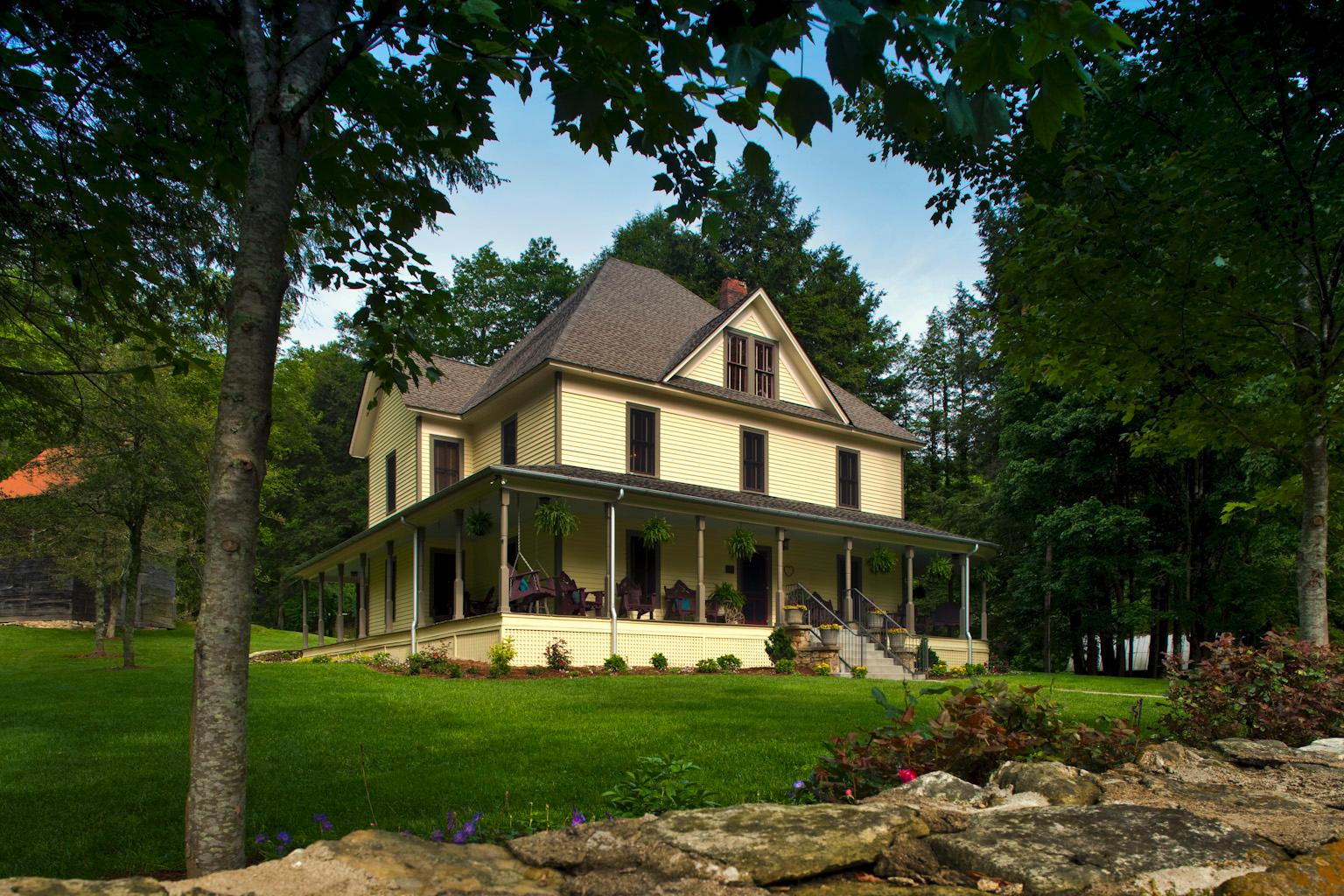 The Buck House Inn on Bald Mountain Creek