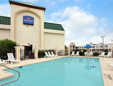Baymont Inn & Suites Greensboro / Coliseum