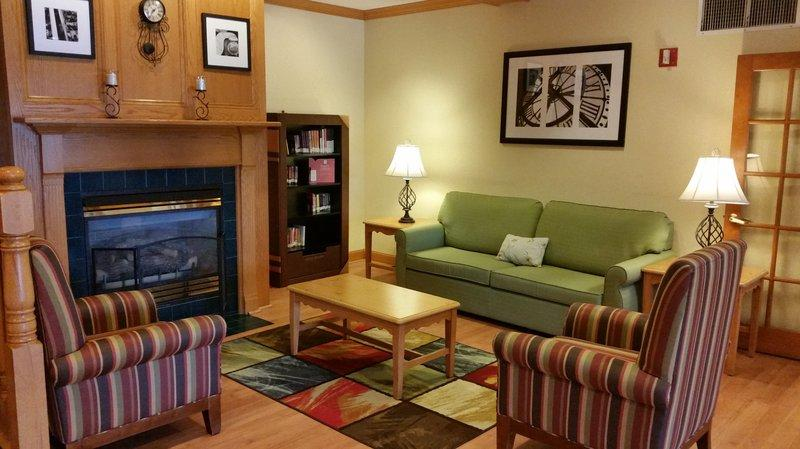 Country Inn & Suites Bloomington-Normal West
