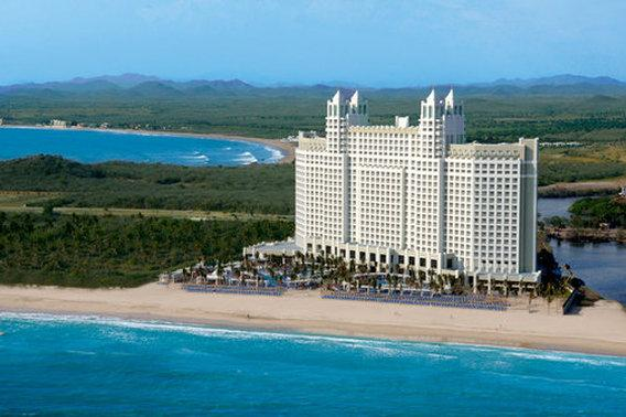 Hotel Riu Emerald Bay
