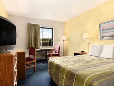 Days Inn Milwaukee-Glendale