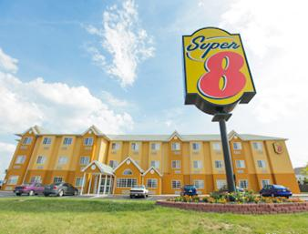 ‪Super 8 Columbus West‬