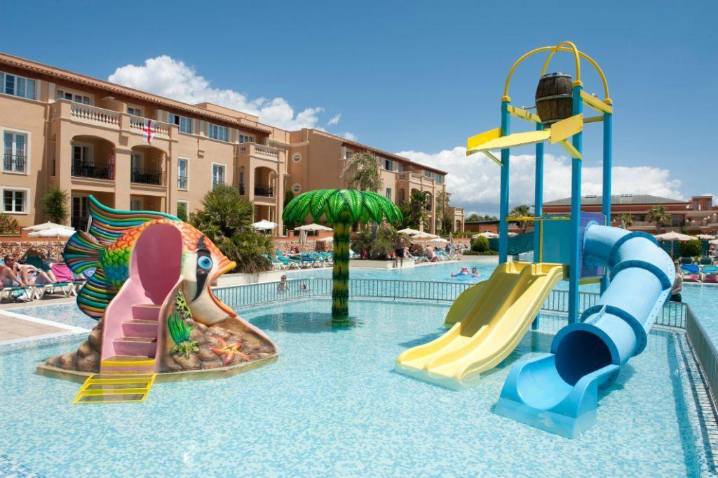 Holiday Village Meno