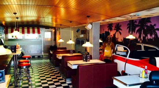 Roll & Rock Bar and Diner