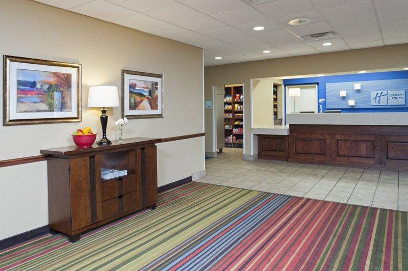 Holiday Inn Express & Suites Minneapolis Airport-Mall Area