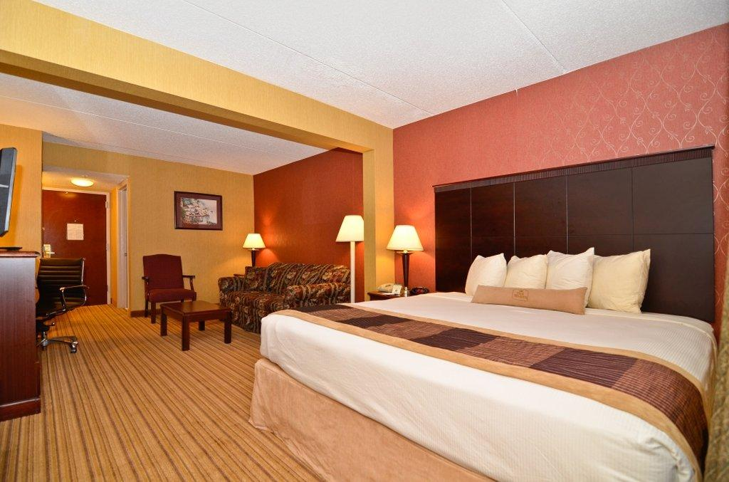 ‪BEST WESTERN PLUS Greensboro Airport Hotel‬