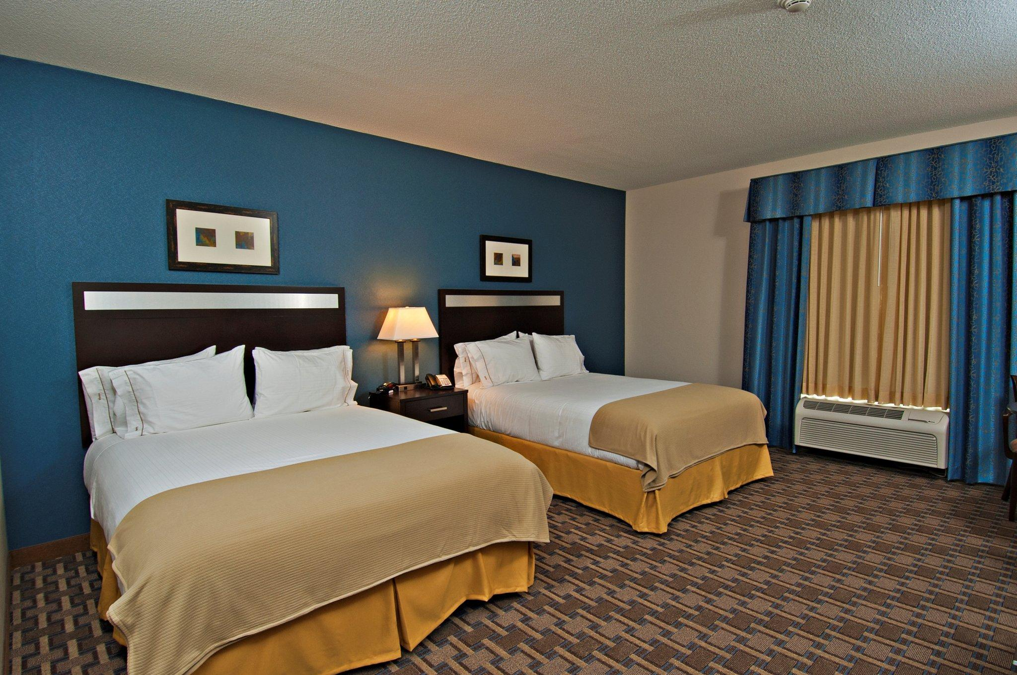 Holiday Inn Express & Suites Morton-Peoria Area