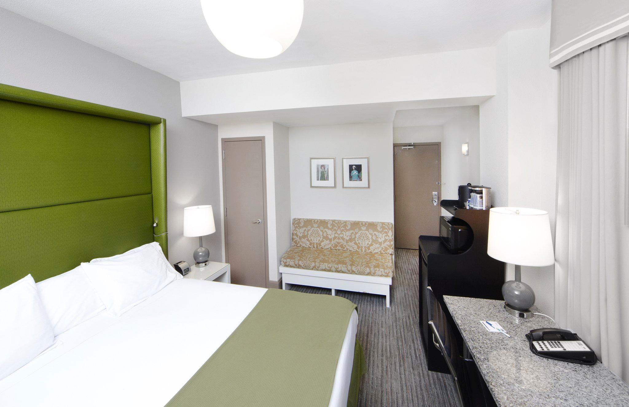 Holiday Inn Express Hotel Cass