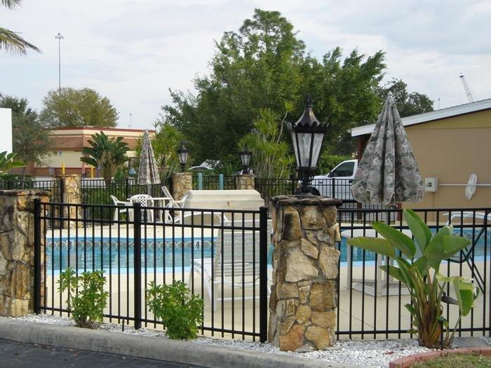 Spinnaker Inn Plaza Motel