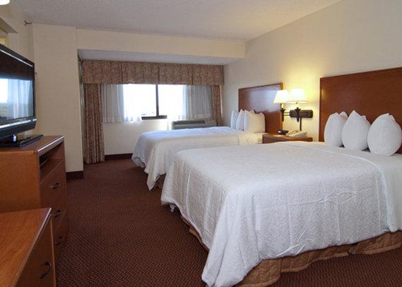 Holiday Inn Express & Suites San Antonio East I10