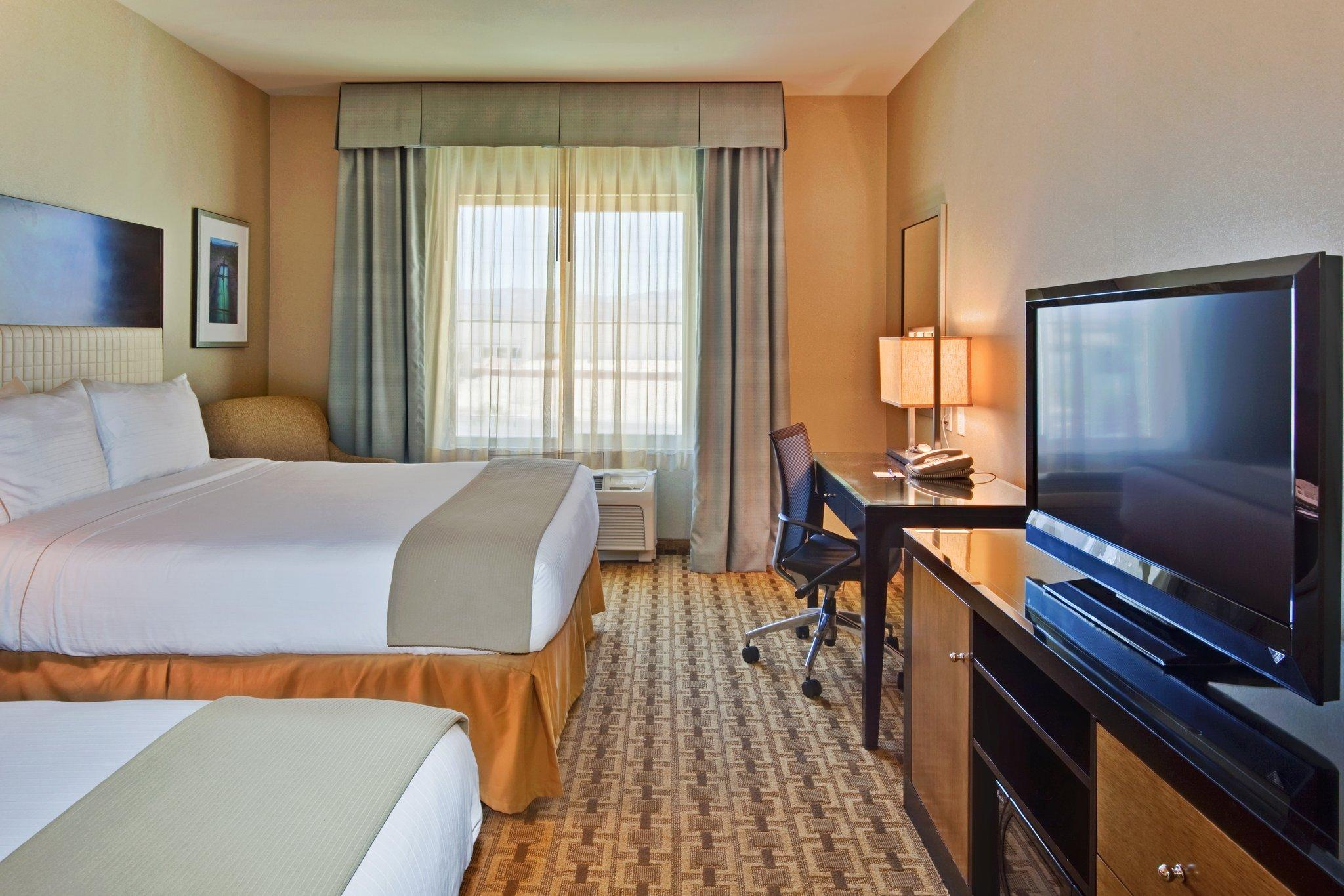 Holiday Inn Express Hotel and Suites Las Vegas 215 Beltway
