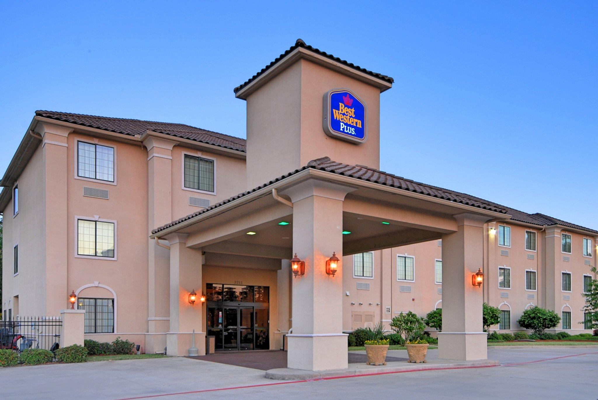 BEST WESTERN PLUS Crown Colony Inn & Suites