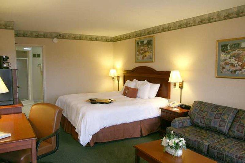 Baymont Inn & Suites Clarksville Northeast