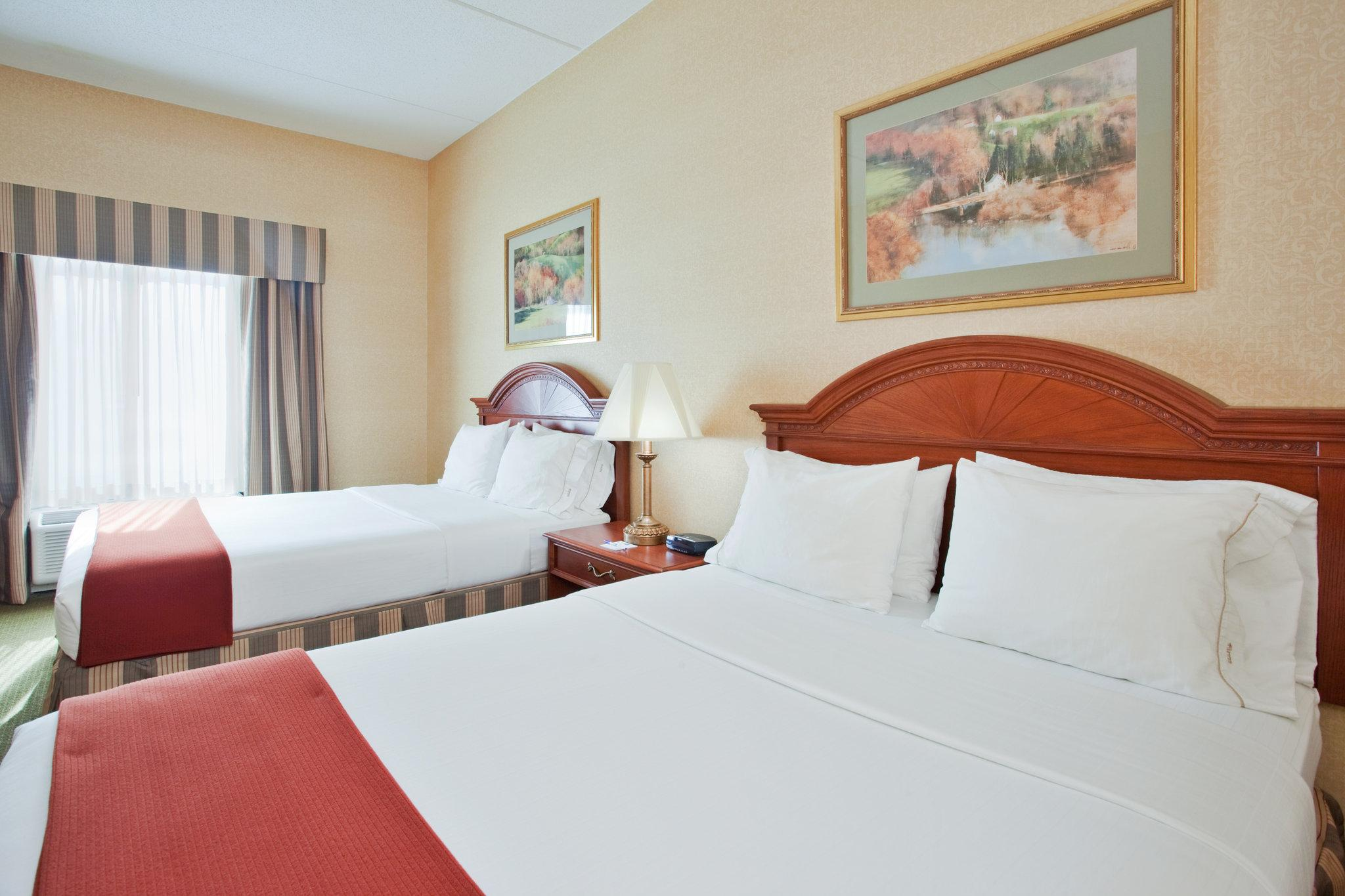 Holiday Inn Express Hotel & Suites Dr