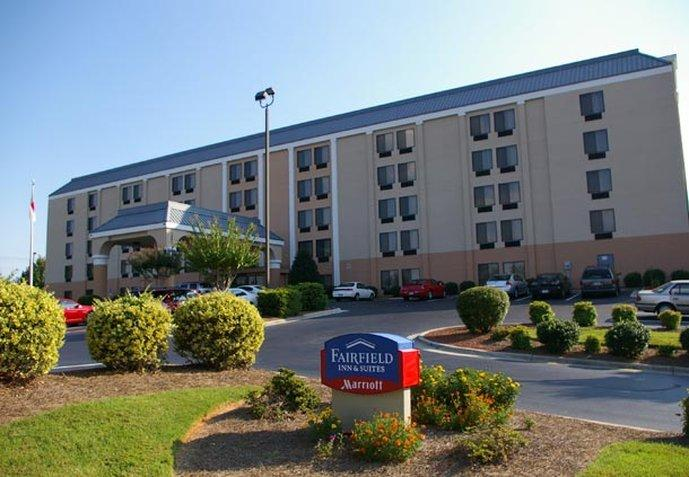 ‪Fairfield Inn & Suites Winston-Salem Hanes Mall‬