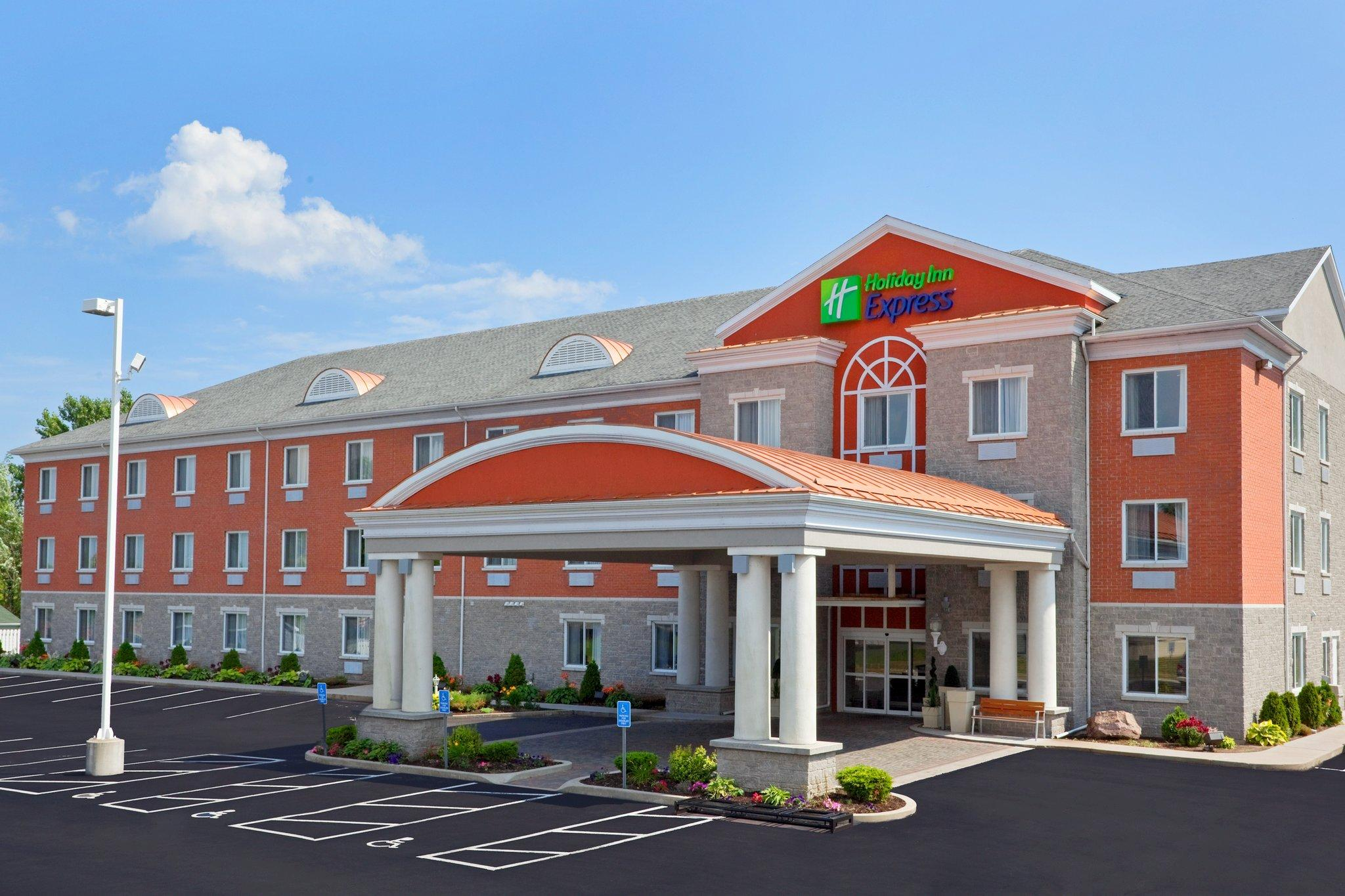 Holiday Inn Express Suites Gananoque
