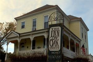 ‪The Inn on Oak Street‬