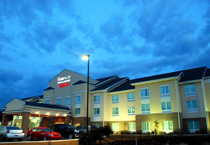 ‪Fairfield Inn & Suites
