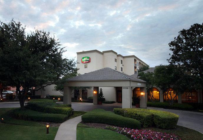 Courtyard by Marriott Dallas Market Center