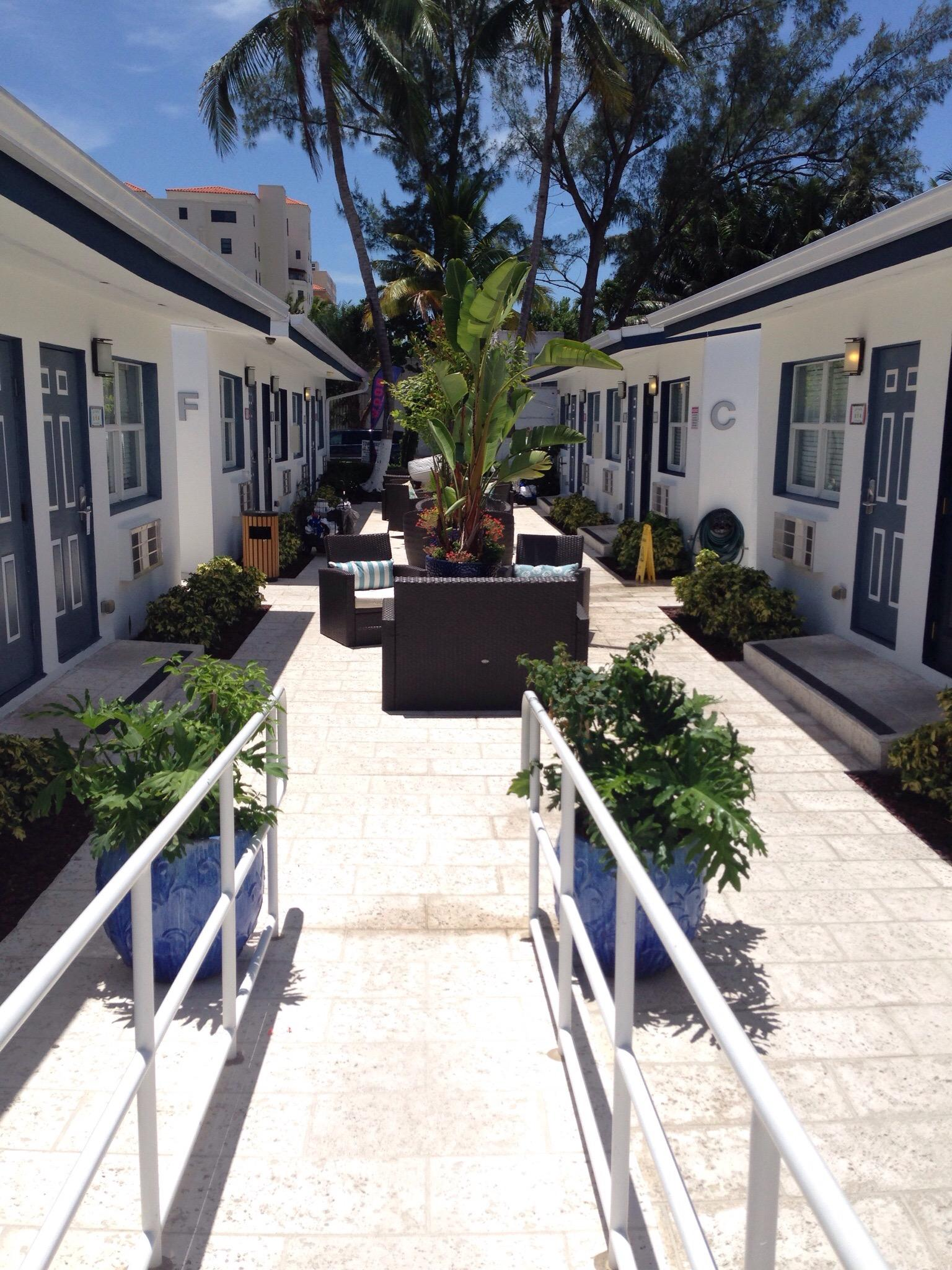 Hollywood Beach Suites, Hostel and Hotel