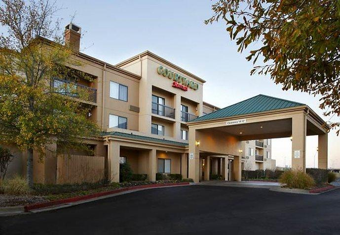 Courtyard by Marriott Tulsa Central