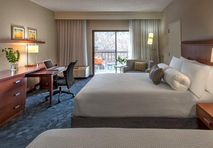 Courtyard by Marriott Dallas Addison/Midway