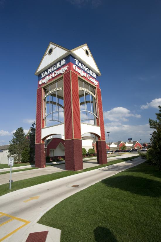 Located about 20 miles south of Champaign, Illinois, Tuscola Outlet Shops (formerly Tanger Outlets Tuscola) is made up of over 30 popular name-brand outlet stores. The center offers a good mix of leading designer and factory store brands.