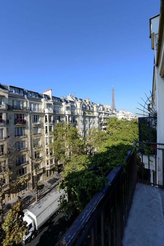 Great location review of hotel eber mars paris france for Paris hotel address