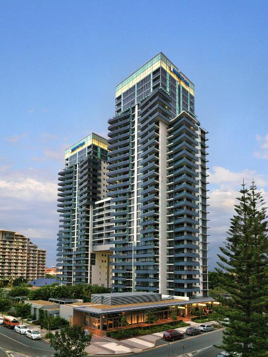 Meriton Serviced Apartments - Broadbeach: See 3,659 Hotel ...