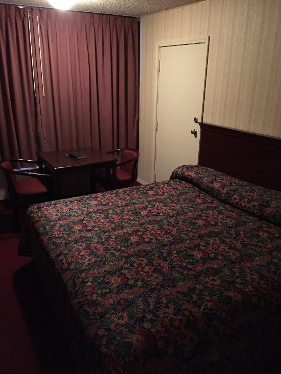 Candlewick Inn and Suites